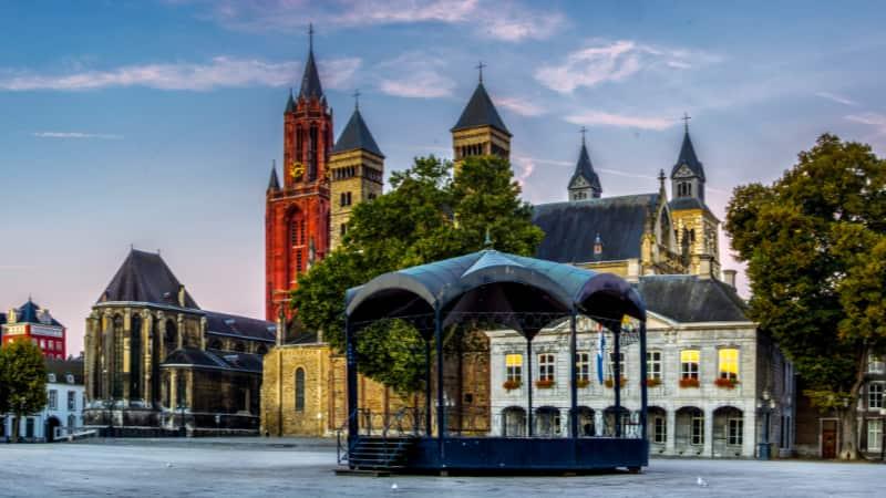 Het Vrijthof in Maastricht en St.Servaas