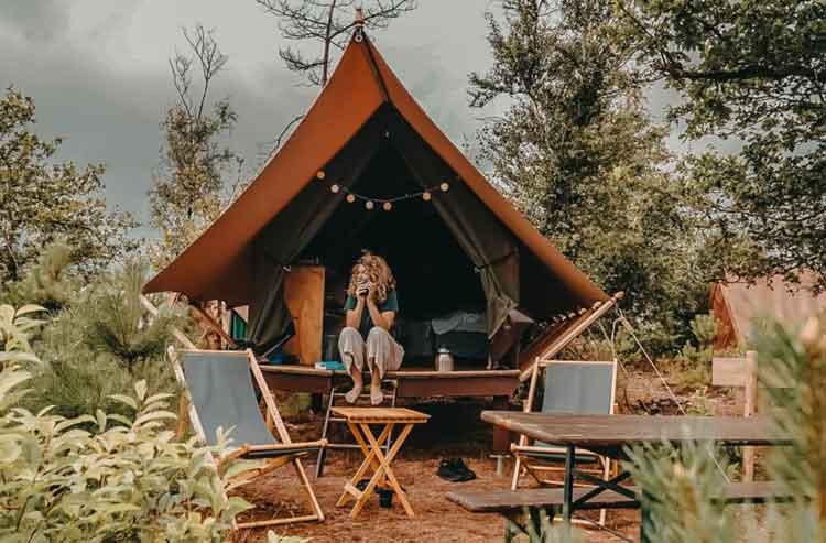 Pop-up camping Hoenderloo. Beleef het gevoel van een festival op deze tijdelijke camping. Veel verschillende soorten tenten!